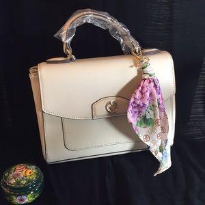 👜 NWT Giani Bernini Ivory Bag